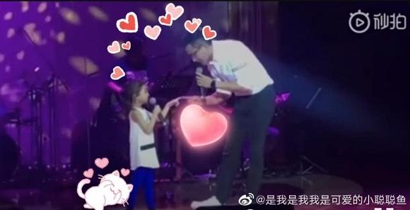 Dương Mịch liệu có xấu hổ khi Lưu Khải Uy làm điều này cho con gái 2