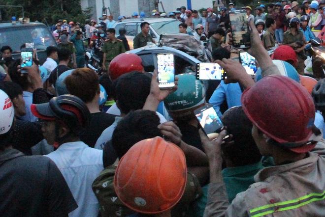 Đám đông chen lấn quay cảnh tai nạn giao thông nghiêm trọng phát live Facebook 3