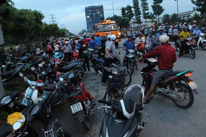 Đám đông chen lấn quay cảnh tai nạn giao thông nghiêm trọng phát live Facebook 2