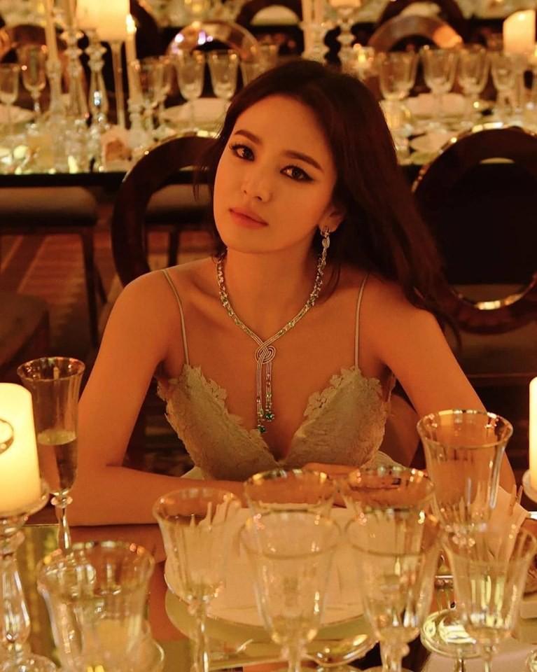 Song Joong Ki tuyệt nhiên không ra mặt, Song Hye Kyo bình thản đến bất ngờ 2
