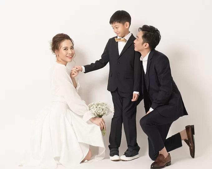 Đàm Thu Trang chấp nhận dừng đi trăng mật để đưa con trai Cường đô la đi chơi 2