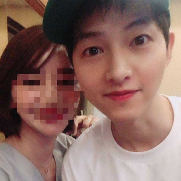 Sự thiên vị ra mặt của Knet trong ngày Song Joong Ki tái xuất so với Song Hye Kyo 1