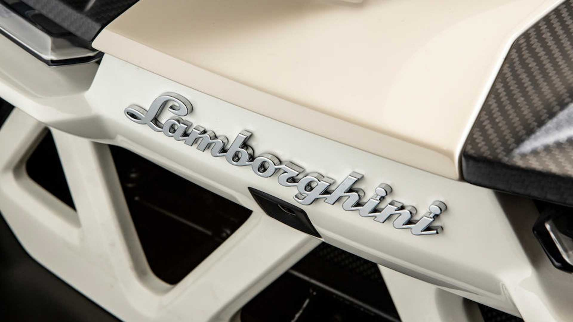 Có giá 8,3 triệu USD - Lamborghini Veneno Roadster cũ đắt không tưởng 10