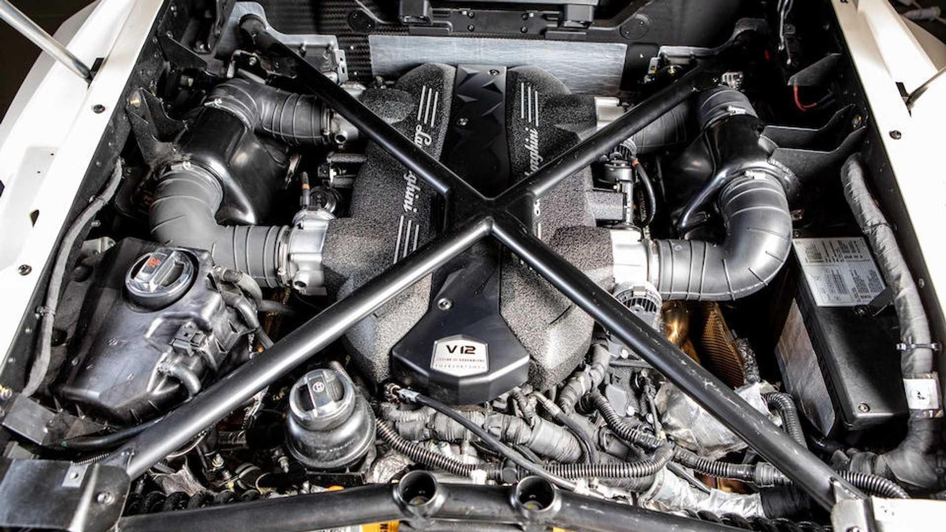 Có giá 8,3 triệu USD - Lamborghini Veneno Roadster cũ đắt không tưởng 3