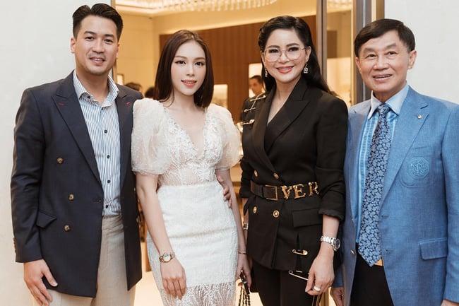 Phản ứng của bố mẹ chồng Hà Tăng khi Phillip Nguyễn ra mắt Linh Rin 1