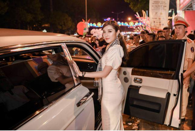 Những lần siêu xe của ông Đặng Lê Nguyên Vũ xuất hiện bên dàn chân dài sau ly hôn 7