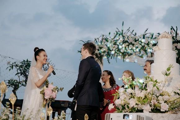 Bạn thân lộ điểm trùng hợp với Nhã Phương trong ngày cưới 3