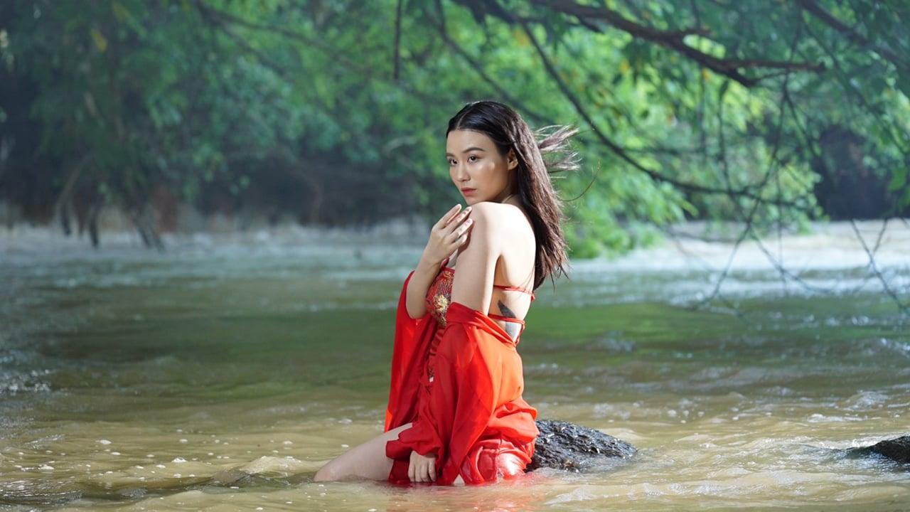 Giữa ồn ào Văn Mai Hương, Linh Miu lại gây tranh cãi vì clip ngập cảnh táo bạo 1