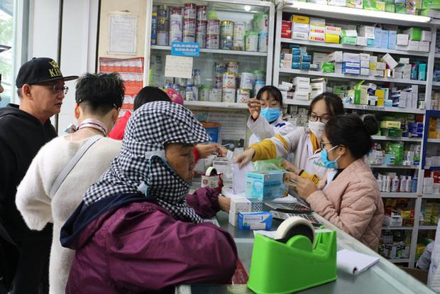 Hai hiệu thuốc cố tình tăng giá khẩu trang tại Ngọc Khánh bị xử phạt mức cao nhất 1