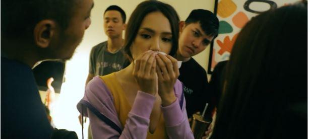 Hương Giang ôm mặt đau đớn vì tai nạn khi đang đóng phim, fan như 'ngồi trên đống lửa' 2