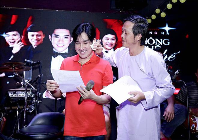 Anh trai nam ca sĩ mà Hoài Linh ưu ái, được đại gia tặng xe biển tứ quý 9 2