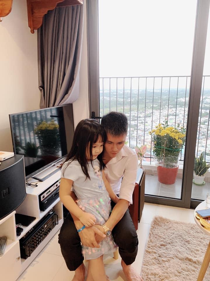 Thủy Tiên hết lòng chăm sóc con gái của em gái Công Vinh hậu bị bỏ lại quê ngoại 2