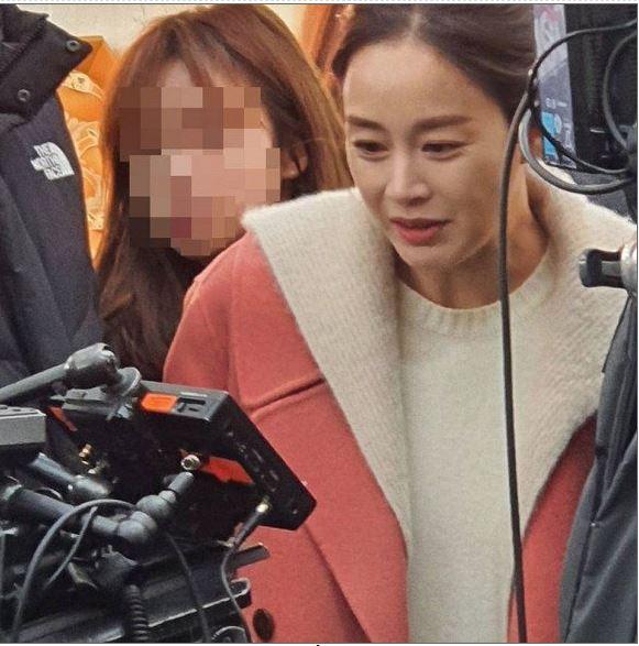Kim Tae Hee đáp trả sắc sảo sau khi lộ khoảnh khắc gây hoang mang 3