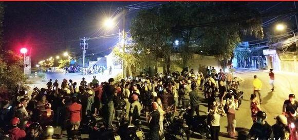 Cảnh sát gay cấn đưa người dân ra ngoài vùng nguy hiểm tiêu diệt Tuấn 'khỉ' 1
