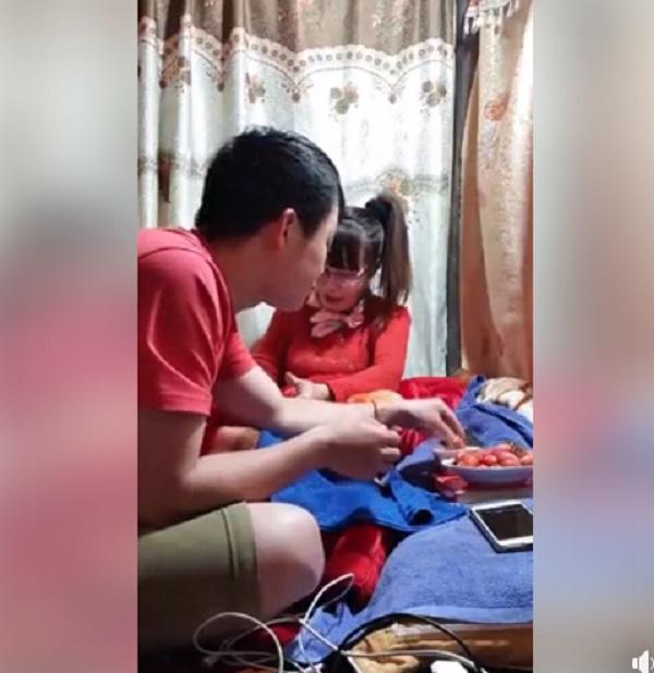 Livestream, vợ chồng cô dâu 62 tuổi - Thu Sao lộ khoảnh khắc riêng tư 1