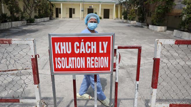 Bệnh nhân đến BV Bạch Mai nhiễm Covid-19: Điều trị tai biến, di chuyển bằng xe cứu thương 1