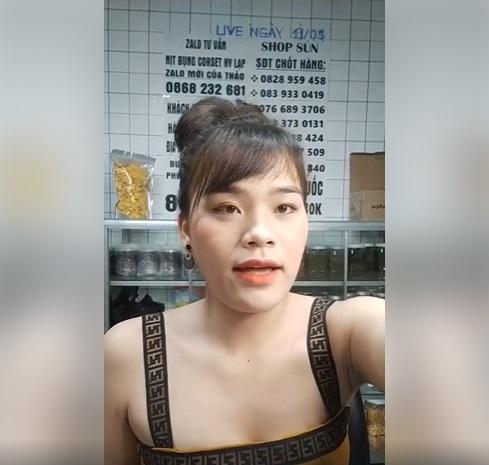 Cô gái được Ngô Kiến Huy 'nâng đỡ', diện đồ thiếu vải livestream gây tranh cãi 1