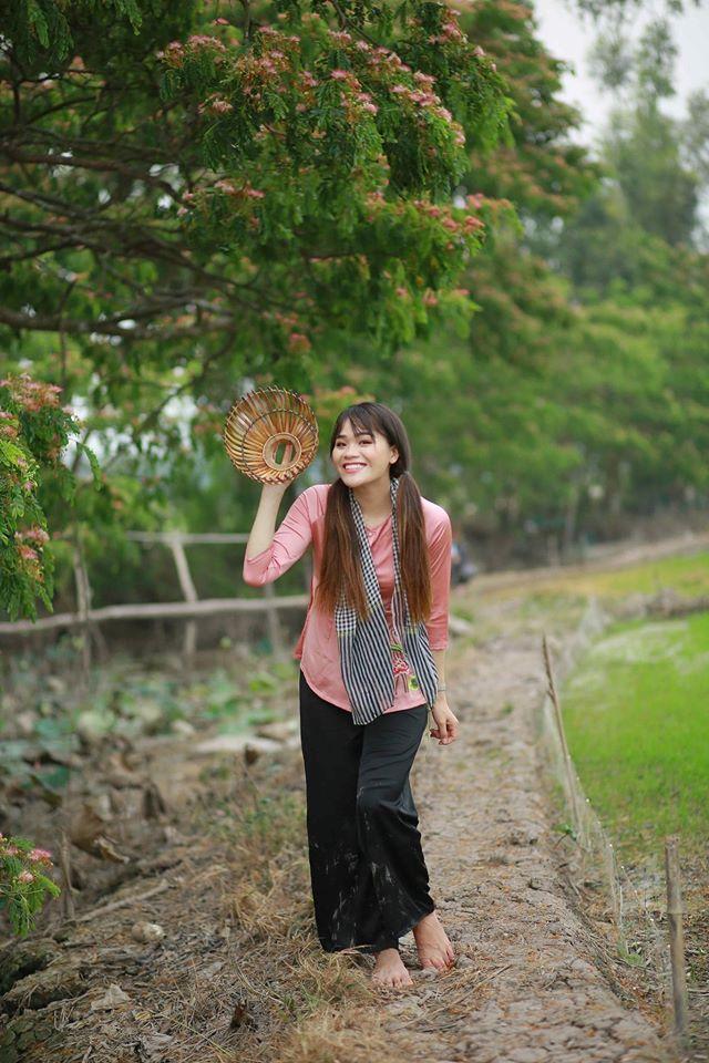 Cô gái Ngô Kiến Huy 'nâng đỡ', dù liên tục bị 'vùi dập' vẫn nở nụ cười đáp lễ 1