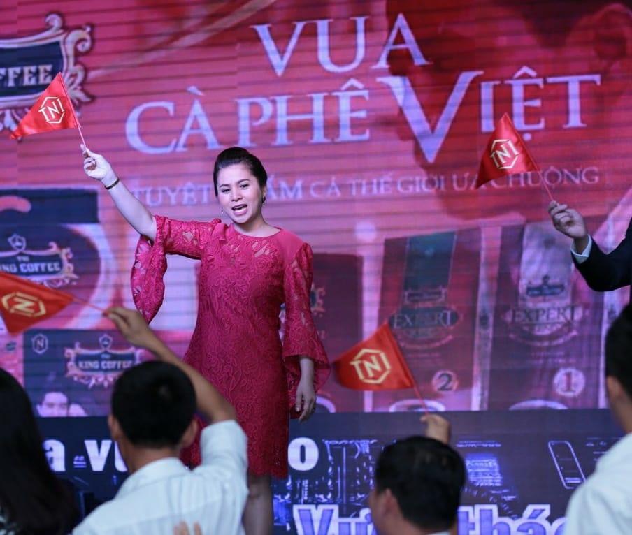 Bà Lê Hoàng Diệp Thảo tươi rói xuất hiện trong một sự kiện 3
