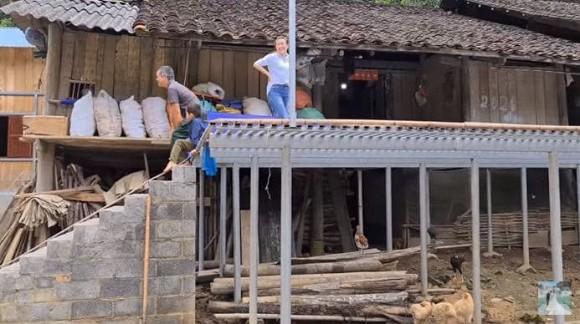 Sở hữu 2 cơ ngơi hoành tráng, cô dâu Thu Sao ở Cao Bằng lại để bố mẹ chồng sống trong căn nhà cũ kĩ 2
