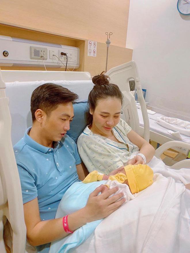 Đàm Thu Trang khoe món quà siêu đặc biệt Cường đô la tặng sau thời gian sinh ái nữ 3