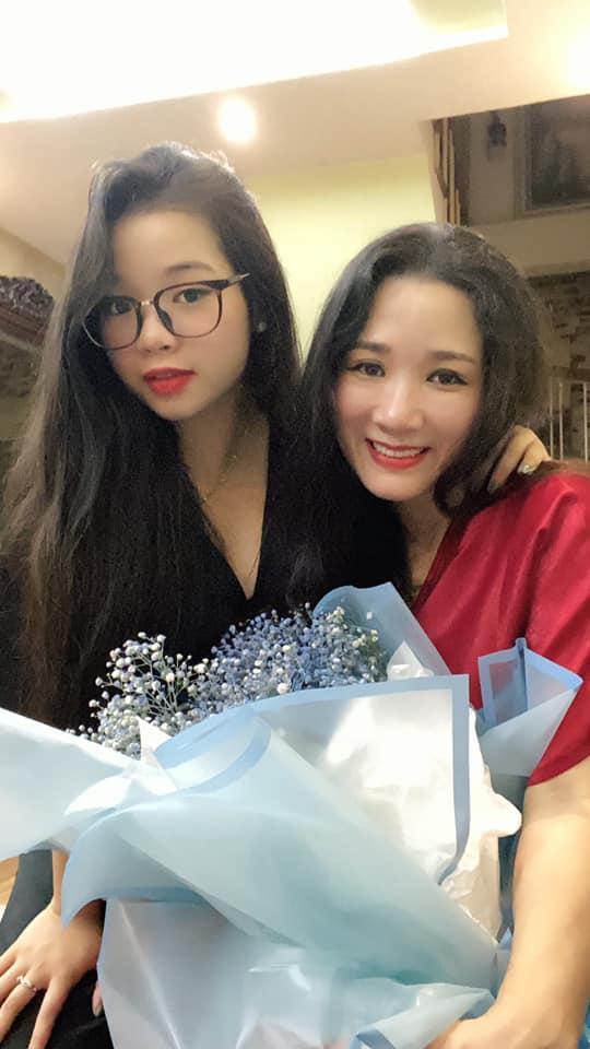 Lâu mới xuất hiện, ái nữ nhà Thanh Thanh Hiền đã thành thiếu nữ, xinh như hot girl 2