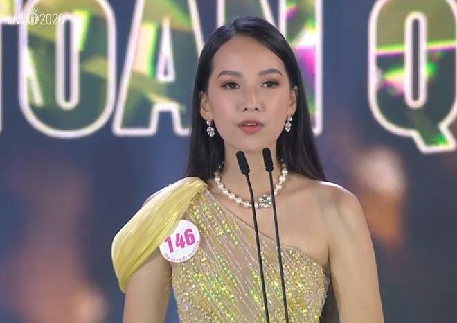 Sự cố chưa từng xảy ra trong đêm chung kết Hoa hậu Việt Nam 2020 khiến MC lúng túng, thí sinh hoang mang 1
