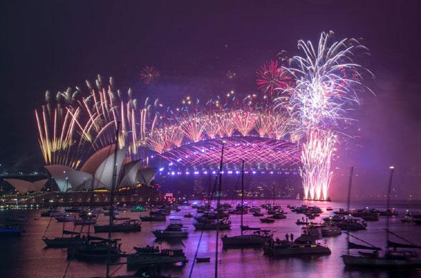 فروش درخشان آتش بازی را از سال جدید 2021 در جهان تحسین کنید 2