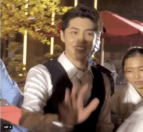 واکنش Noo Phuoc Thinh وقتی پیدا شد که در رویداد 2 مخفیانه فیلمبرداری شده است