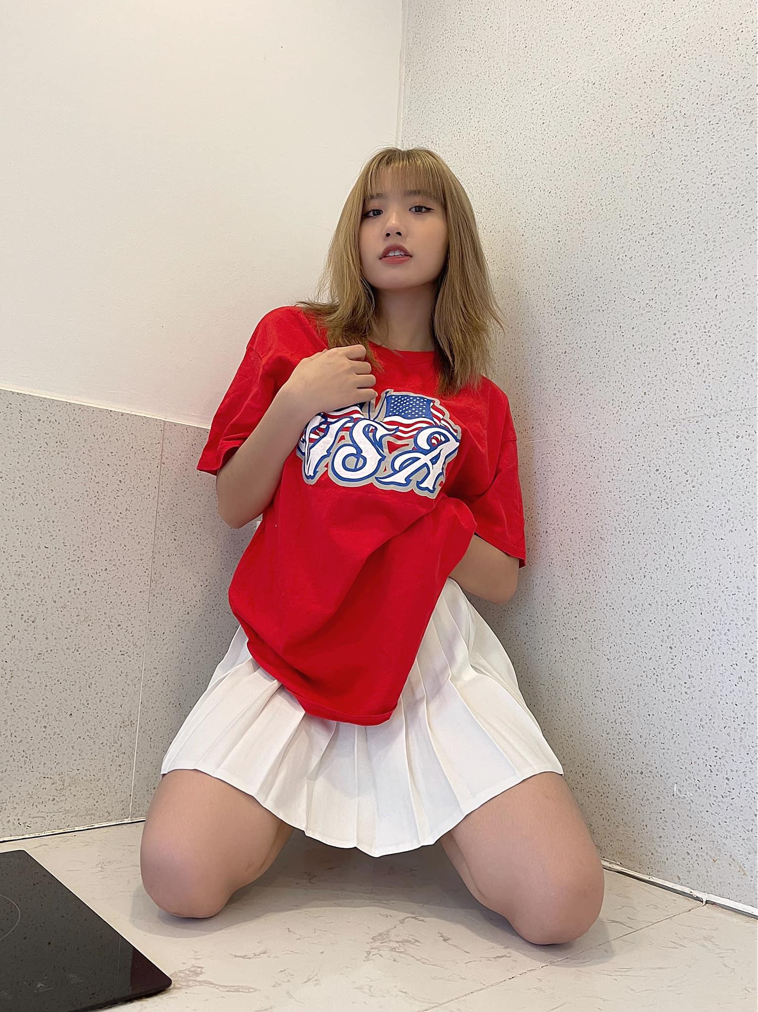 Ngoan hiền chưa bao lâu, hotgirl Tiktok 17 tuổi Lê Thị Khánh Huyền lại tung ảnh không phù hợp với độ tuổi 2