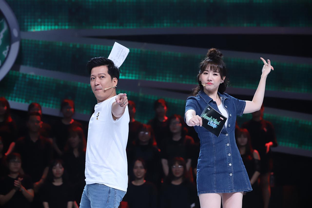 Cặp bài trùng Trường Giang - Hari Won lại nắm tay nhau dẫn chương trình 'Nhanh như chớp' 1
