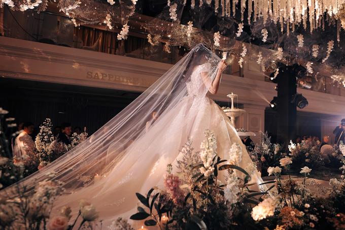 Váy cưới đính 28.000 pha lê, đá quý của Rich kid Trinh Hoàng 3