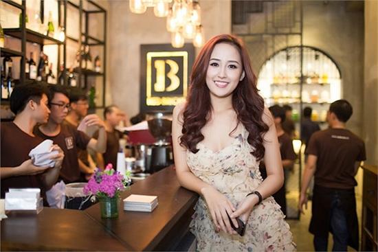 Hoa hậu giàu bậc nhất showbiz Mai Phương Thúy chi 700 triệu đồng làm từ thiện 4