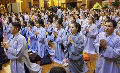 Tiết lộ Thanh quy tu học lạ đời của chùa Ba Vàng 2