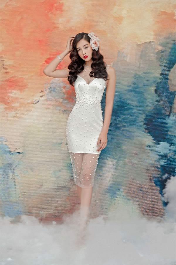 Hoa hậu Tiểu Vy diện váy xuyên thấu khoe vòng 1 gợi cảm 2