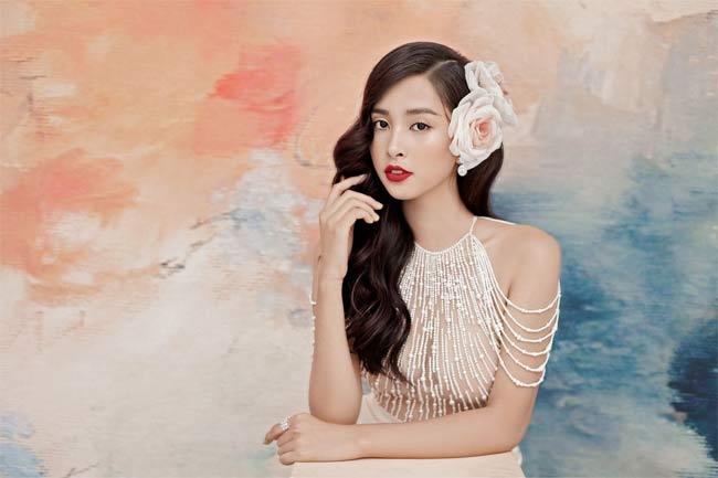 Hoa hậu Tiểu Vy diện váy xuyên thấu khoe vòng 1 gợi cảm 4