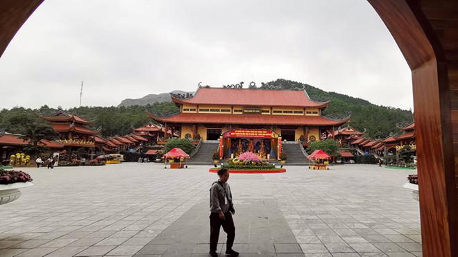 Giữa tâm bão dư luận, trụ trì chùa Ba Vàng vẫn đăng đàn facebook 1