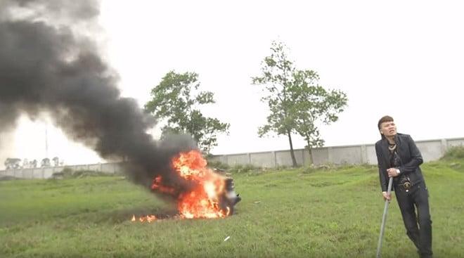 Vụ Khá Bảnh đốt xe máy đổi xe điện: Công an vào cuộc xác minh 2