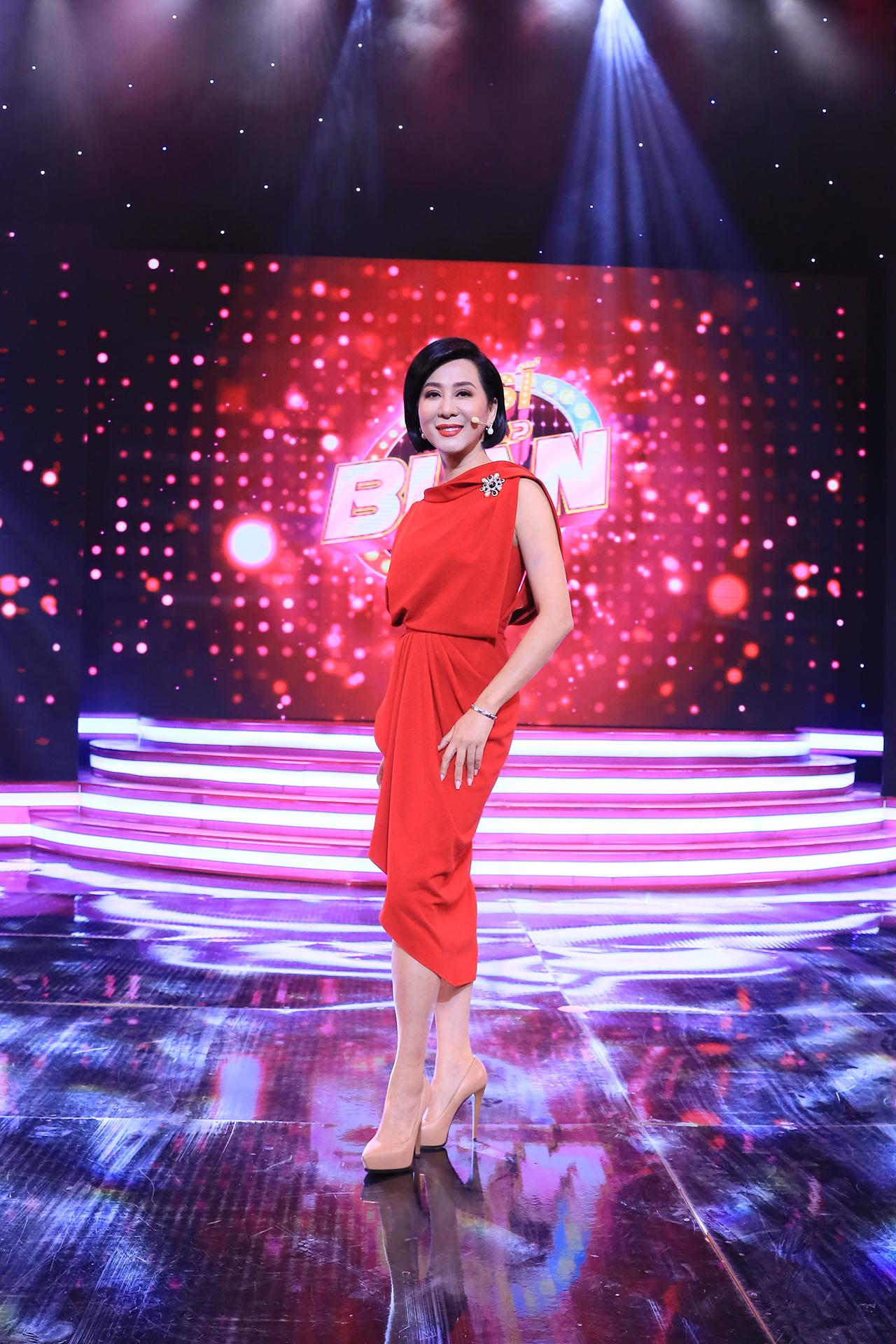 MC hải ngoại Nguyễn Cao Kỳ Duyên bất ngờ về nước làm giám khảo gameshow 3
