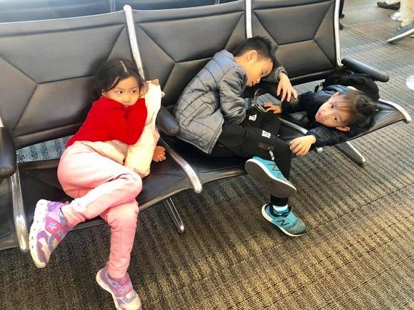 3 con của Ốc Thanh Vân ngủ vạ vật tại sân bay khiến fan xót xa 2