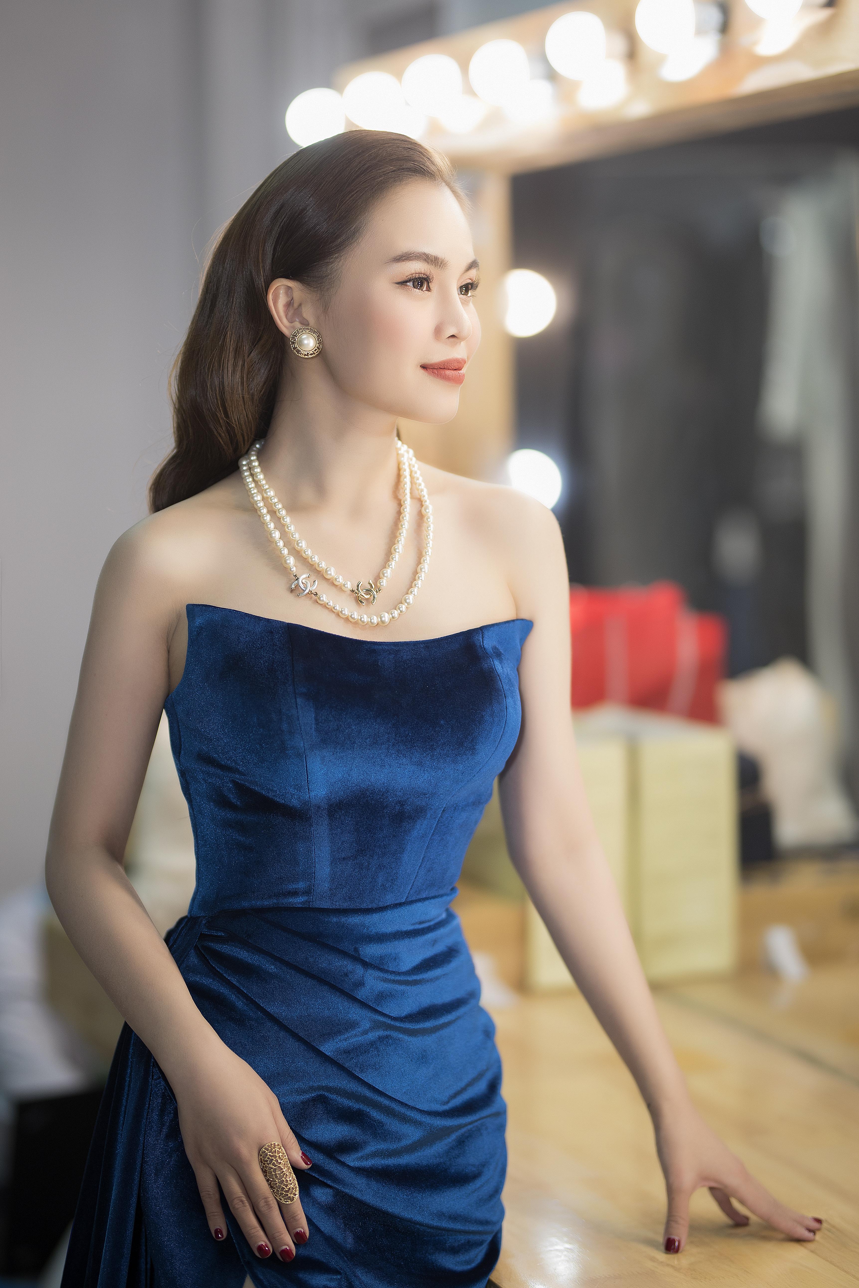Ca sĩ Giang Hồng Ngọc tái xuất gợi cảm sau sinh con đầu lòng 4