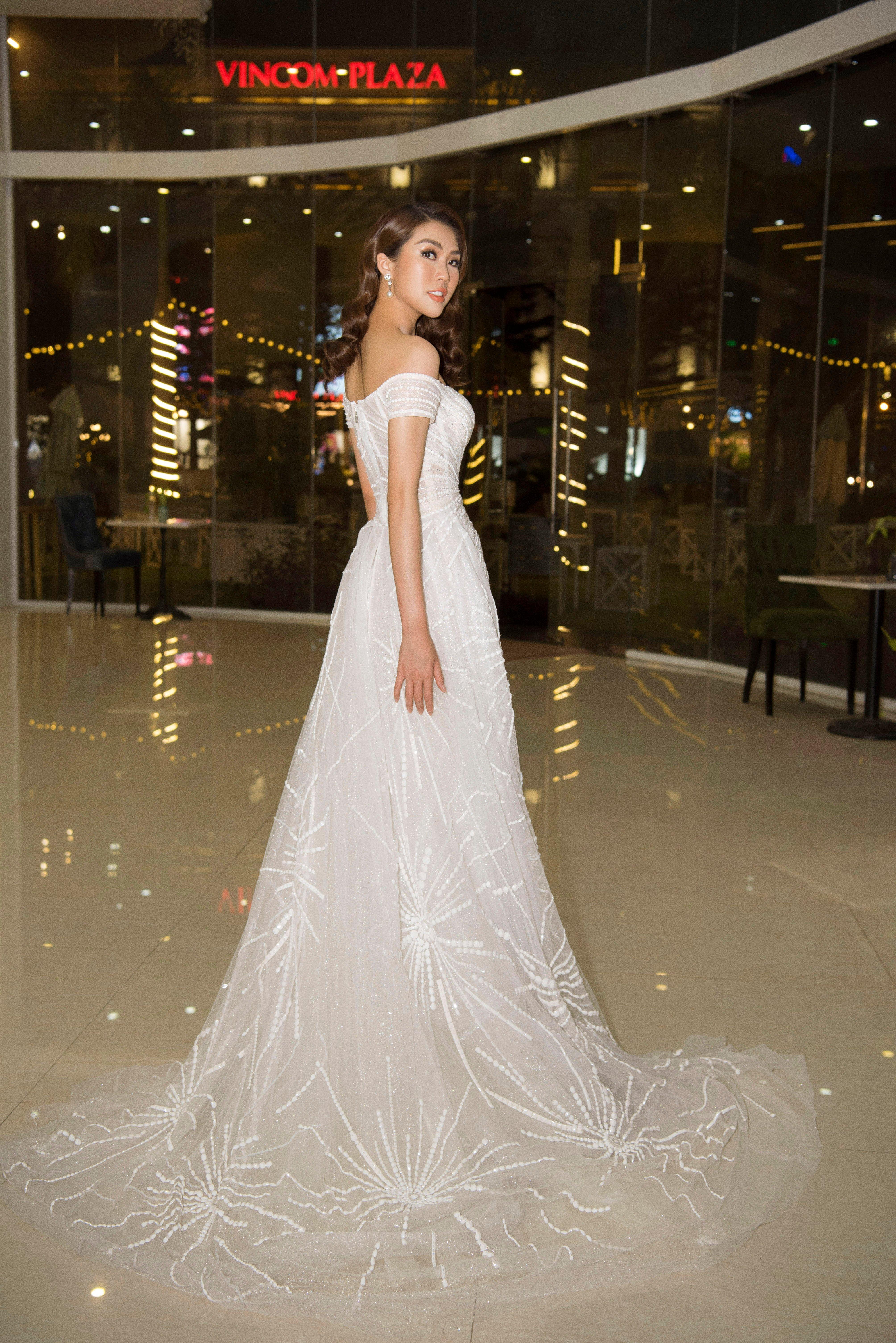 Hoa hậu Tường Linh xinh như công chúa làm giám khảo cuộc sắc đẹp tại quê nhà 2