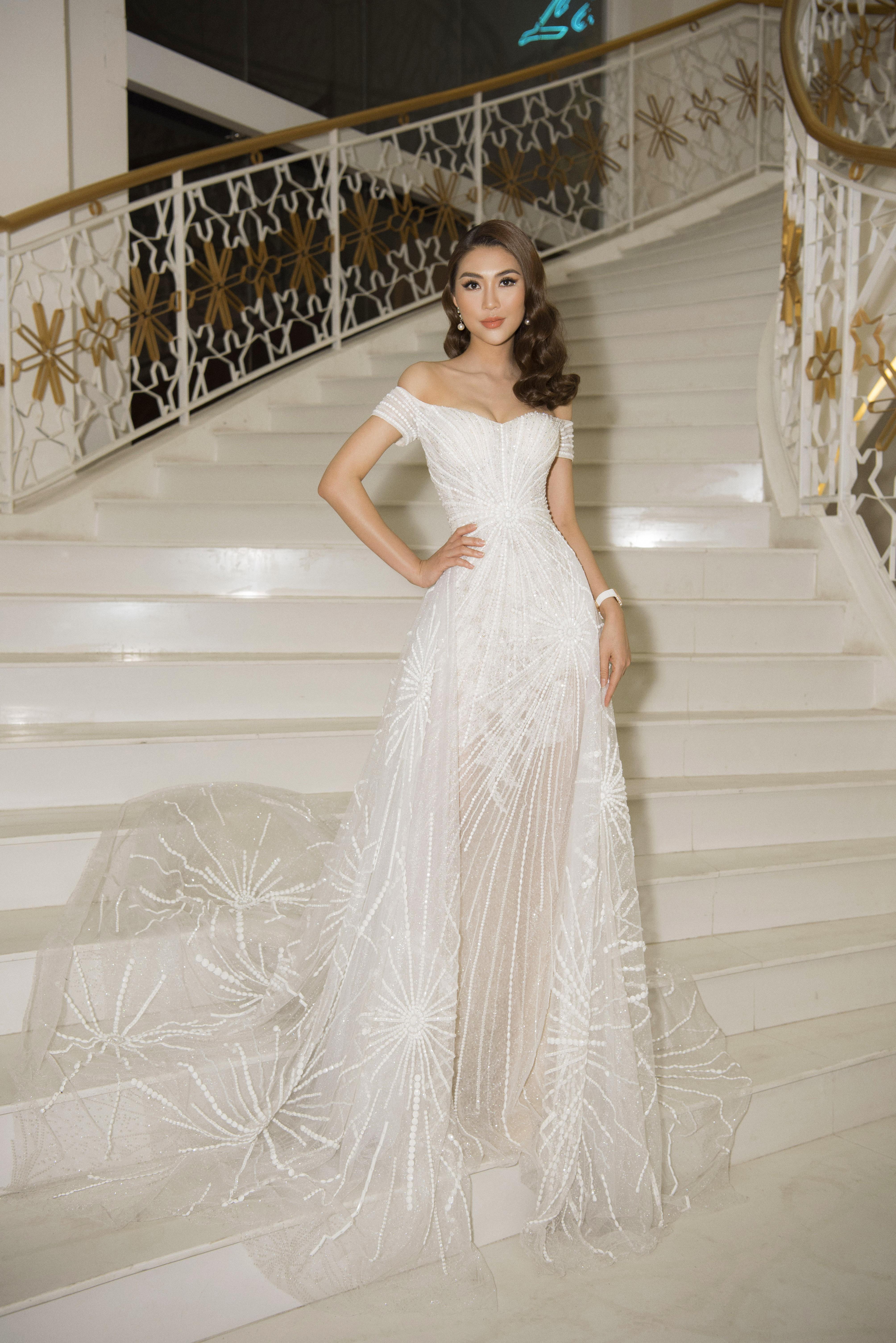 Hoa hậu Tường Linh xinh như công chúa làm giám khảo cuộc sắc đẹp tại quê nhà 1