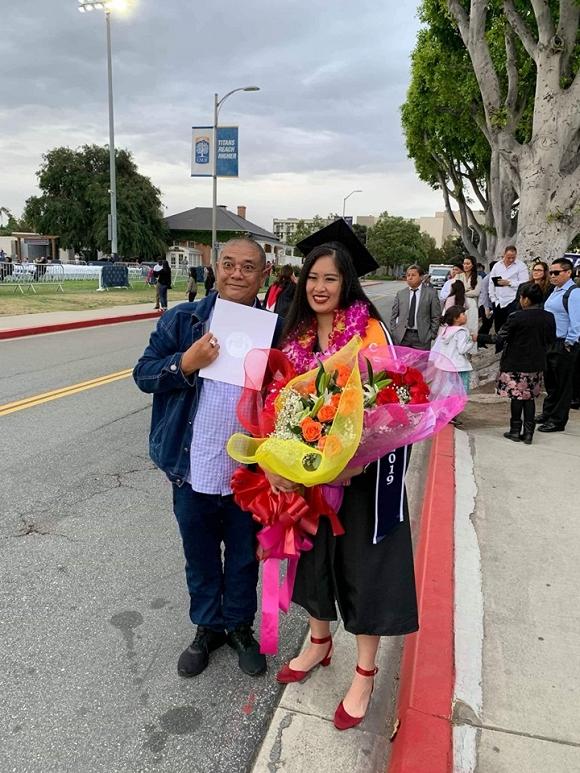 Vợ chồng Hồng Vân sang Mỹ dự lễ tốt nghiệp của con gái 2