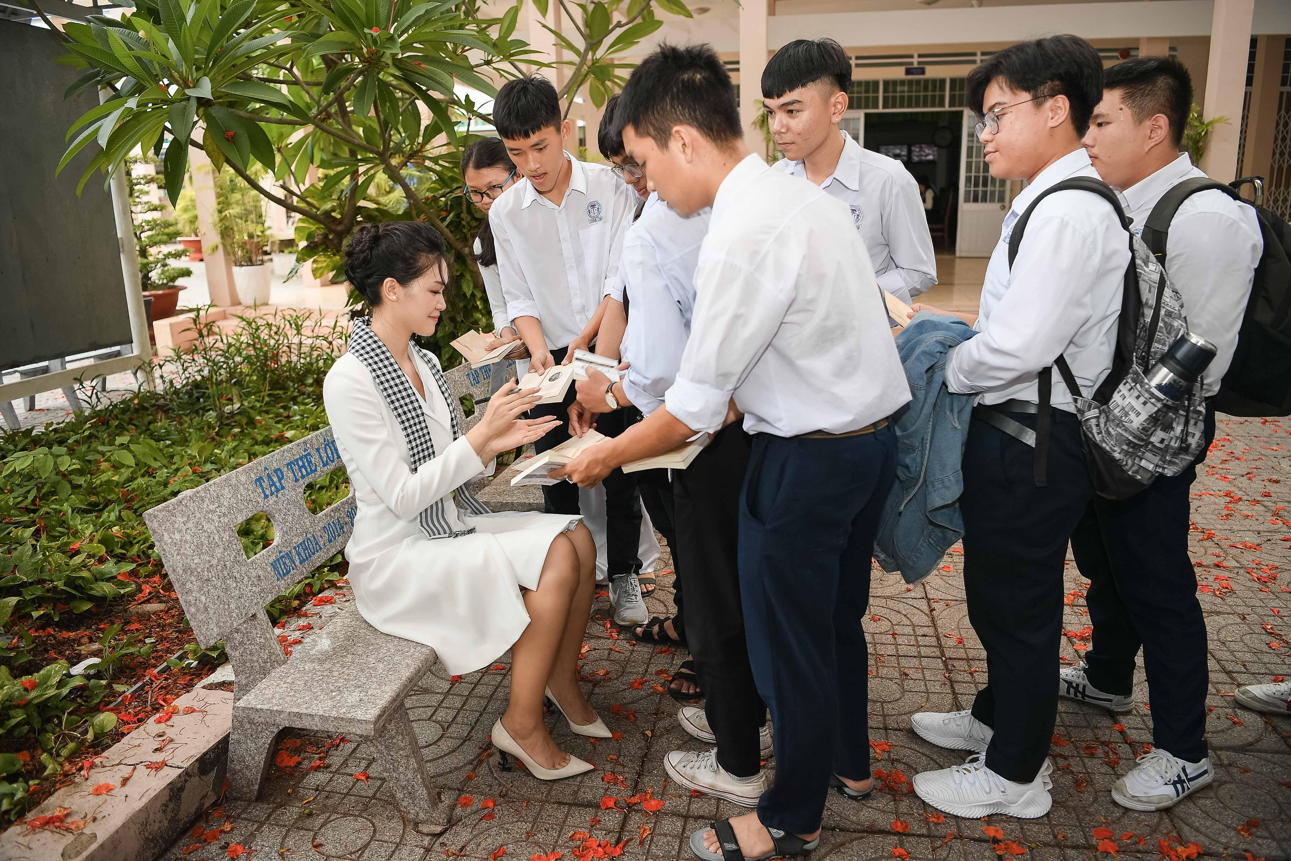 Siêu xe ông Đặng Lê Nguyên Vũ yêu thích nhất đưa đón Hoa hậu Thùy Dung 6