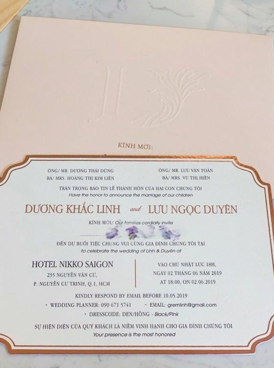 Dương Khắc Linh - Sara Lưu hé lộ thiệp cưới cùng yêu cầu cho khách mời dự tiệc 1