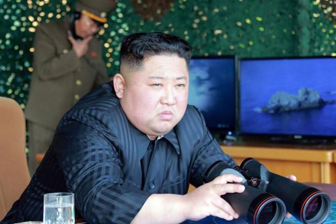 Ông Kim Jong un xuất hiện tại nhà máy chế tạo bệ phóng tên lửa sau nhiều tuần vắng bóng 1