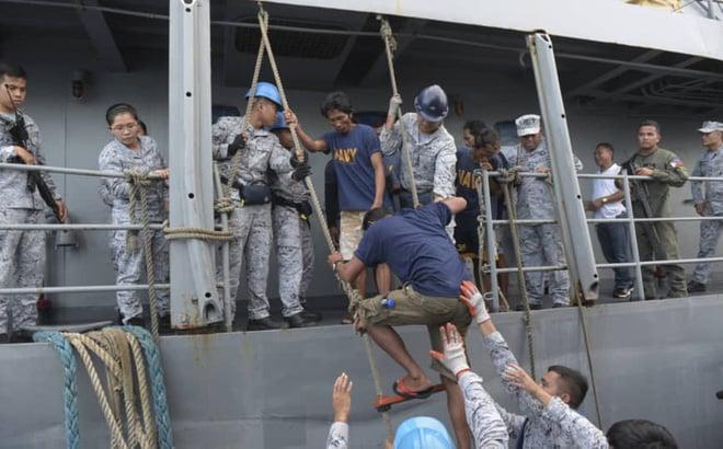 Hải quân Philippines khẳng định tàu cá Việt Nam cứu ngư dân bị đâm chìm 1