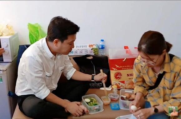 Trường Giang ăn uống kham khổ trong hậu trường, fan liên tục gọi tên Nhã Phương 1