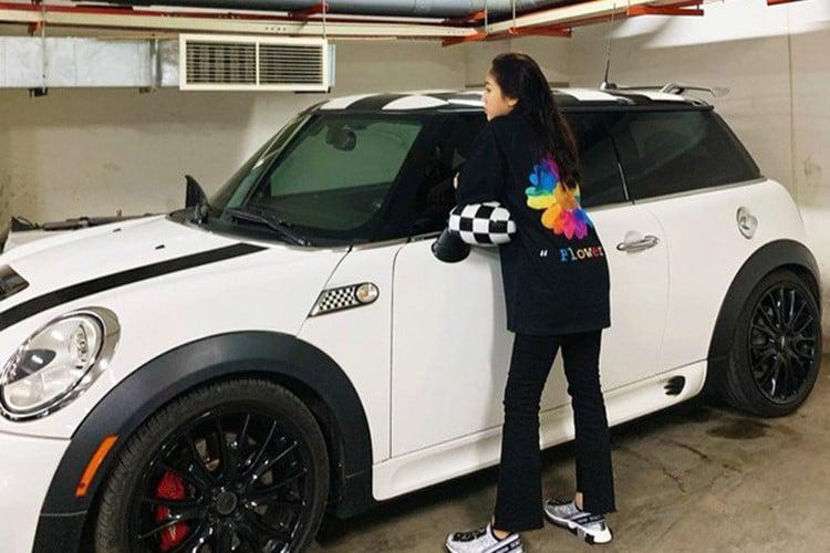 Con gái đầu của đại gia Minh Nhựa tạo dáng bên siêu xe 80 tỷ đồng 5